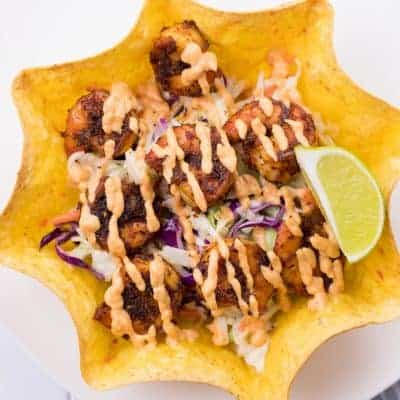blackened shrimp taco bowl served with a slice of fresh lime