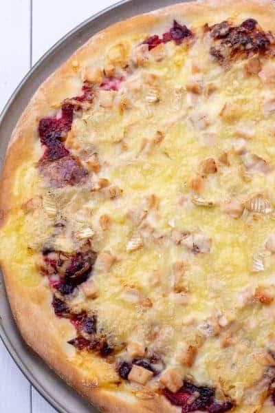 cranberry brie chicken pizza