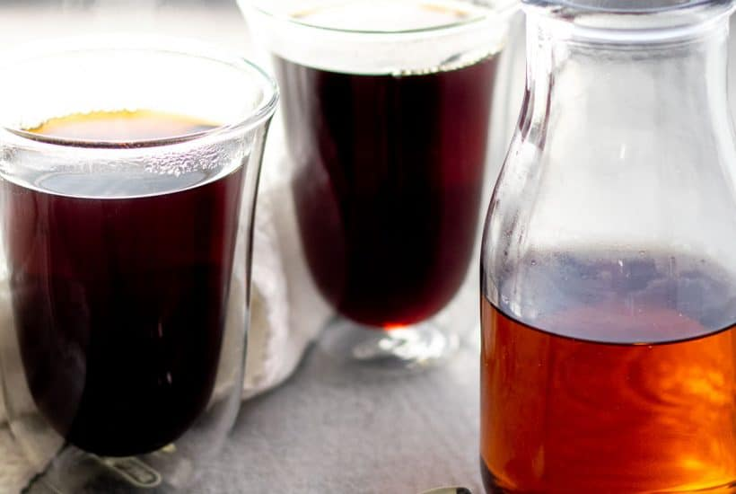 maple vanilla coffee syrup with two cups of coffee